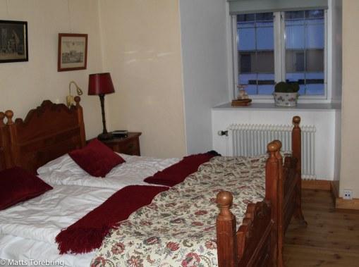 Bastanta och gedigna möbler på rummet