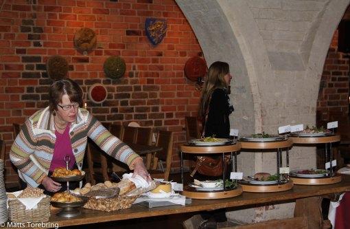Alla hotellgäster äter frukost i Kungssalen, byggd år 1250.