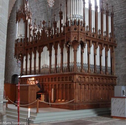 Birgitta hade gärna provspelat på denna enorma orgel