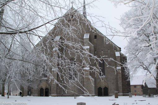 Den enormt stora Klosterkyrkan i vinterskrud
