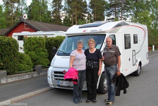Marianne & Fredrik & Min Birgitta tar avsked av vännerna
