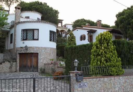 Alla hus ser påkostade ut.
