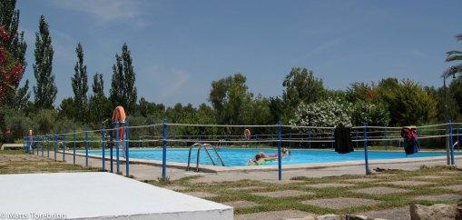 Det finns en liten pool.
