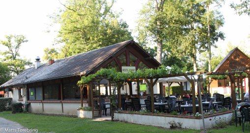 Restaurangen sett från vår tomt.