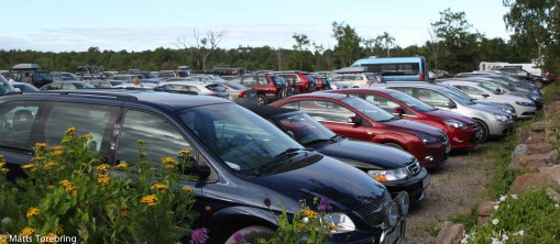 Nu har hundra- tals bilar börjat komma.