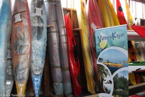 Femton meter från oss kan man köpa och hyra kanot om man önskar.