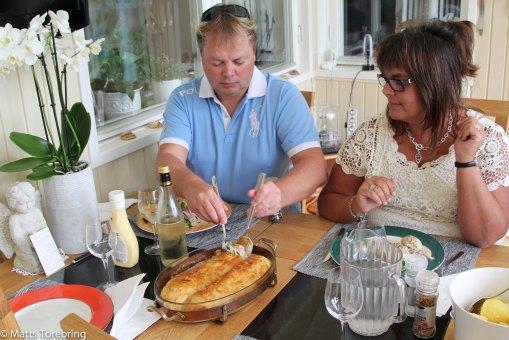 Birgitta är superduktig i köket och bjöd på inbakad fläskfilé med kantarellsås.