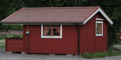 Här finns flera stugor på ladugårdsplan att hyra för de som inte åker Bobil.