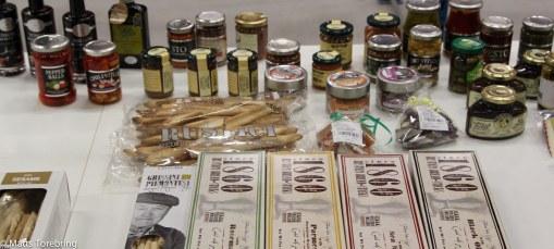 Valnötter i honung och en massa olika tilltugg