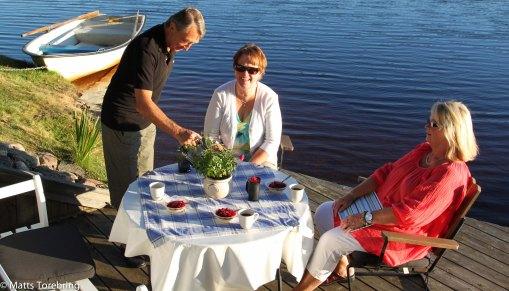 Vi välkomnades med kaffe på båtbryggan.