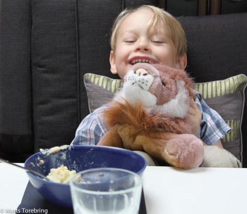 Oliver, Candra & Mikaes grabb, ville gå ut och äta i vår Bobil och det fick han.