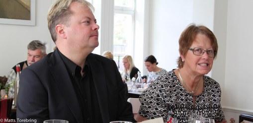 Candras bror Niklas och mamma Birgitta njuter av den goda maten