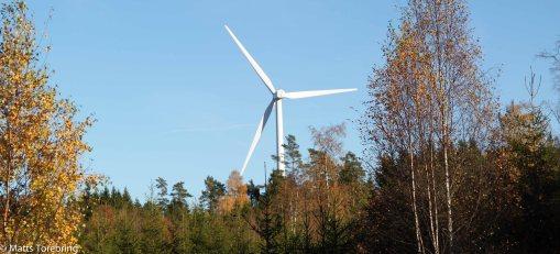 Jag älskar vindkraftverk, men placera den i skogen som här vi Gransnäs