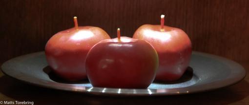 Tre äpplen från Ljusboden i Hult.