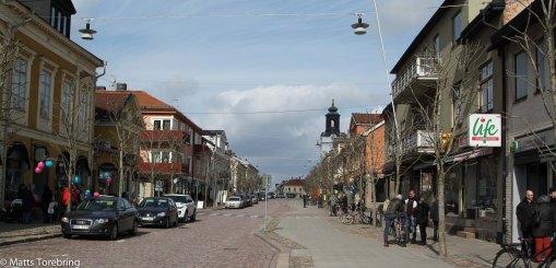 Nu har vi kommit in på Södra Storgatan, mitt i centrum av Eksjö.