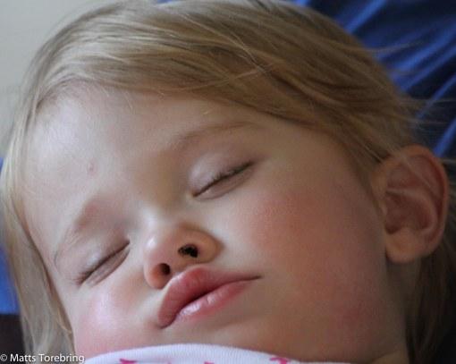 Lillasyster Nelly var trött
