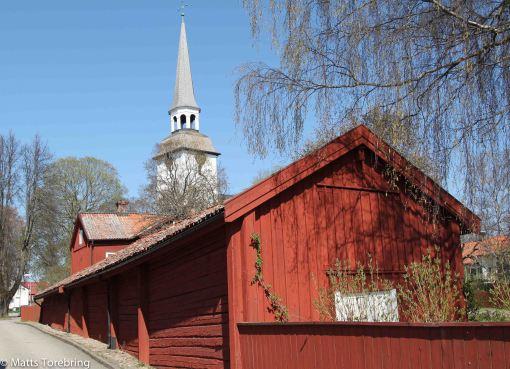 Många gamla röda timrade hus