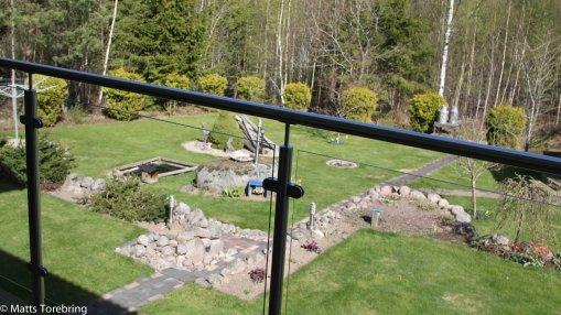 Det nya balkongräcket i glas skapade ny utsikt
