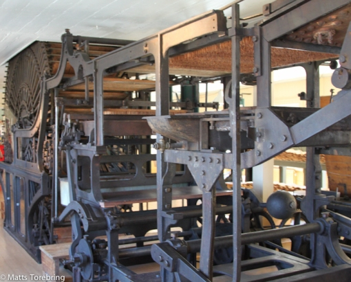 En gigantisk tändsticksmaskin som arbetarna ville slänga ut i Vättern