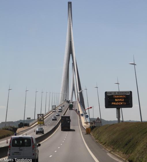Vi närmar oss Le Havre och de stora broarna.