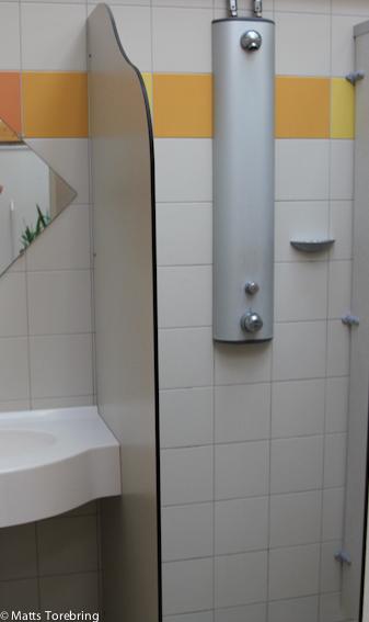 Exemplariska stora duschar och maximalt välstädat