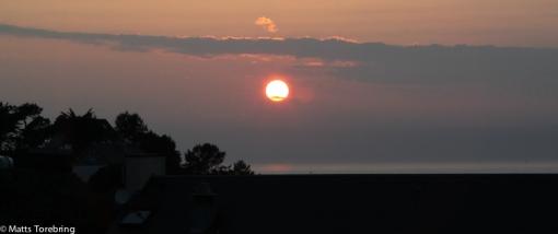 Solen gick ned i ett moln helt utan dramatiska färger