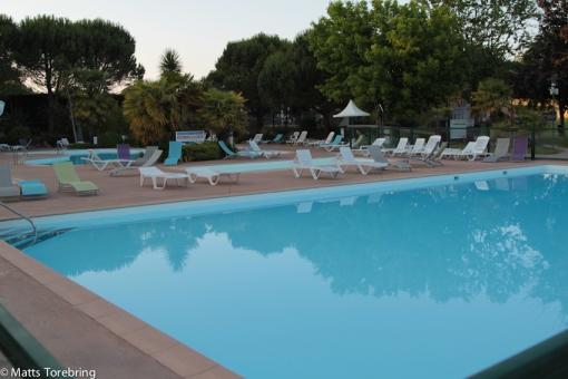 Denna pool är 2,10 djup så kanske jag simmar lite senare