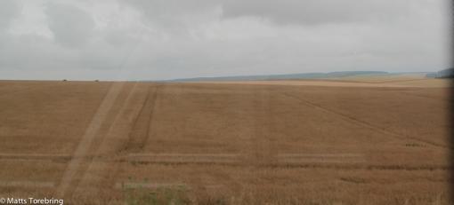 Vi färdas i ett enormt jordbrukslandskap