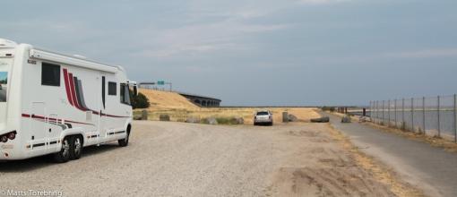 Vi parkerar  vår bobil...