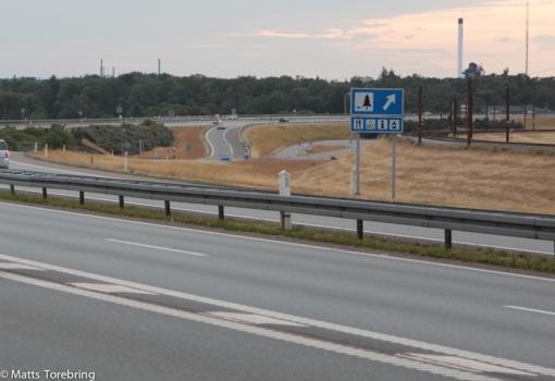 När Stora Bältbron slutar från Sverige sett, sväng till höger