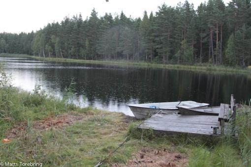 Säkert finns det gott om fisk här, då det ligger två båtar