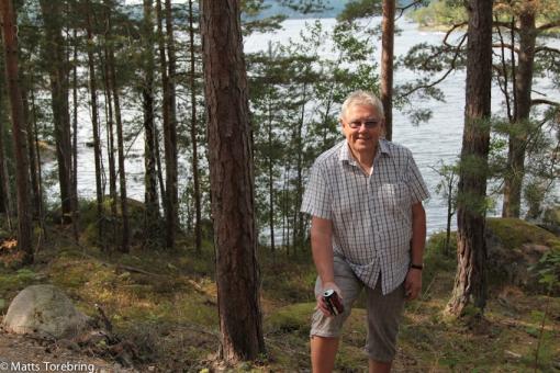 Ska du städa nu igen, säger Birgitta, när jag plockar upp en Cola burk i skogen