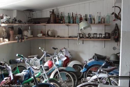 Ytterligare en hel lagård full med gamla prylar