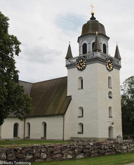Tusentals gånger har vi kört förbi Säby kyrka utan att stanna