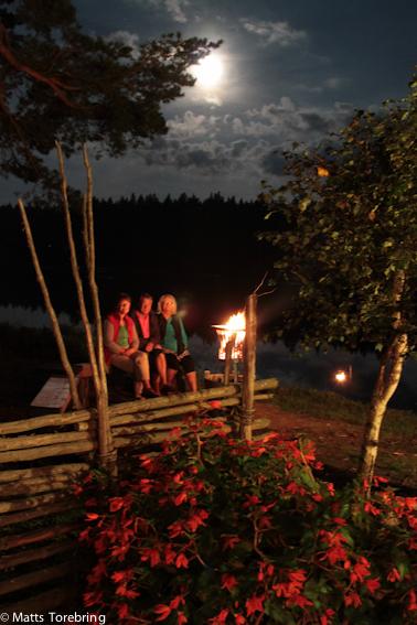 Värmen från elden och vänner skapade en härlig afton.
