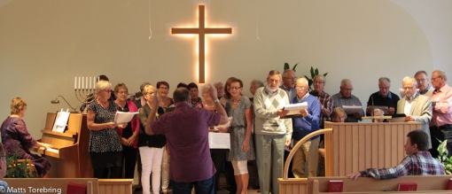 Sångövning före gudstjänsten
