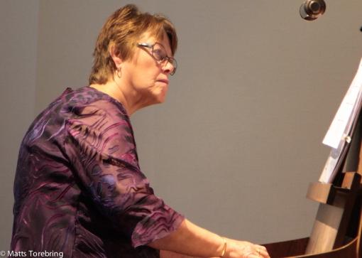 Min kära Birgitta älskar att spela