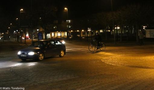Birgitta fortsätter runt i rondellen