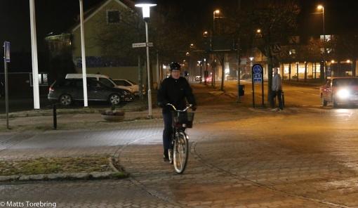 Markerad cykelbana i rondellen