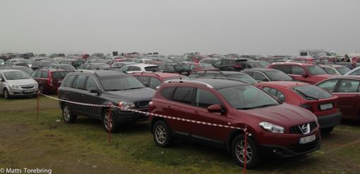 Jag försökte räkna, men får gissa,1000 bilar på parkeringen