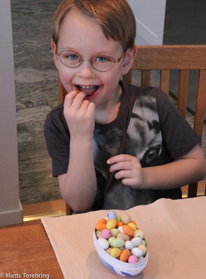 Oliver fick också ett påskägg