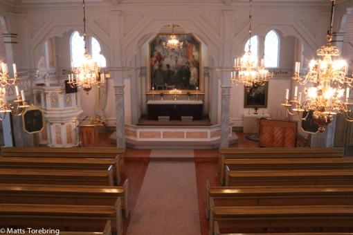 Den vackra träkyrkan sett från läktaren