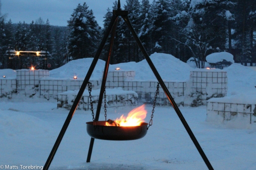 Eldarna tänds efter en fullmatad dag i Jokkmokk
