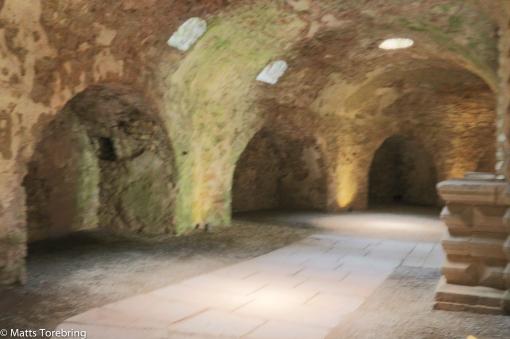 Enorma valv och gångar inne i slottet