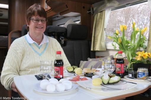 Birgitta bjuder på en god påskbuffé