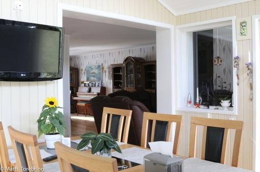Öppet mellan vinterträdgård, kök och vardagsrum
