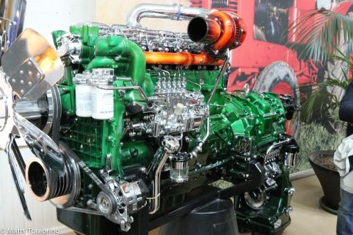 En modern motor till en 4- hjulsdriven lastmaskin