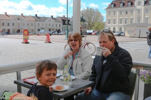 Fika vid Torget på Lennarts Café veranda