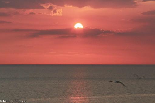 Solen går just upp när vi lämnar Medelhavet