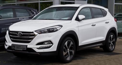 Hyundai_Tucson_2.0_CRDi_4WD_Premium_(III)_–_Frontansicht,_5._September_2015,_Düsseldorf